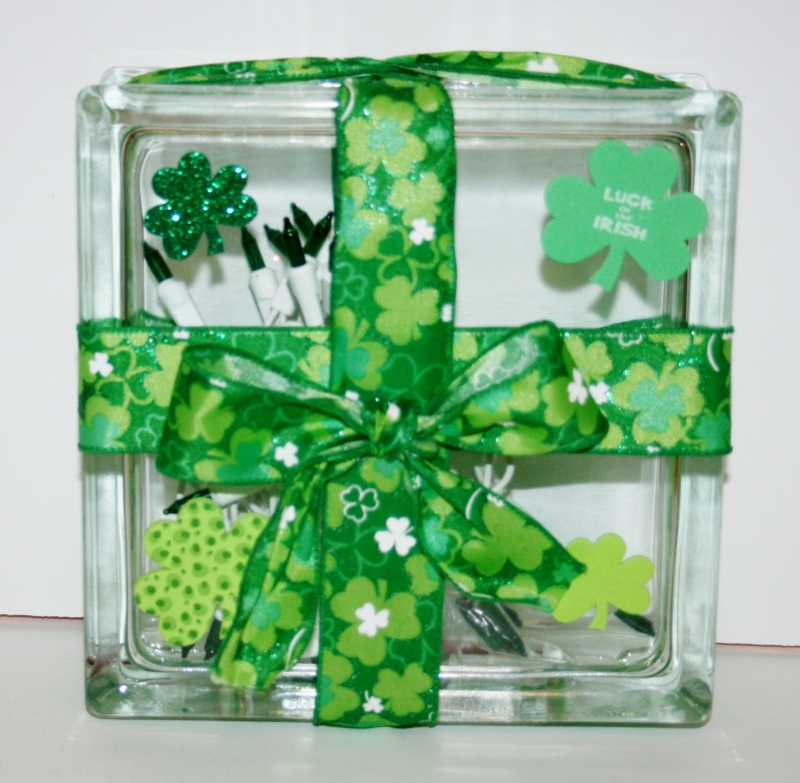 St patrick 39 s day lighted glass box erik rosario for Glass boxes for crafts