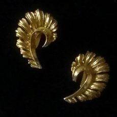 Vintage Coro Gold-Plated Figural Leaf Clip-On Earrings