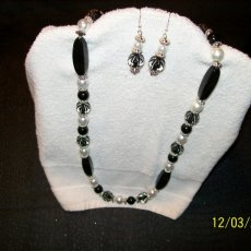 Black and white Necklace set (3)