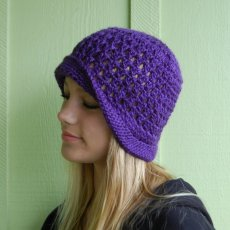 Cloche hat with brim and flower