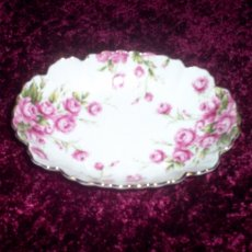 VINTAGE COLLECTIBLE   LEFTON  CANDY  DISH  * WHITE WITH RED ROSES
