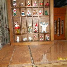 HOLIDAY THEMED GLASS COVERED SHADOW BOX
