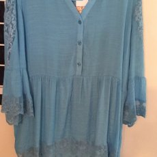 Bright v-neck lacy tunic