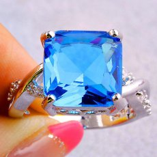 Blue Topaz Emerald Cut with Twist Band