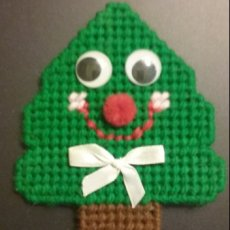 Plastic Canvas Smiling Christmas Tree Magnet