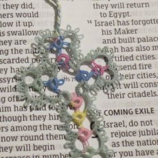 30-0000 - Handmade Tatted Lace Cross Bookmark